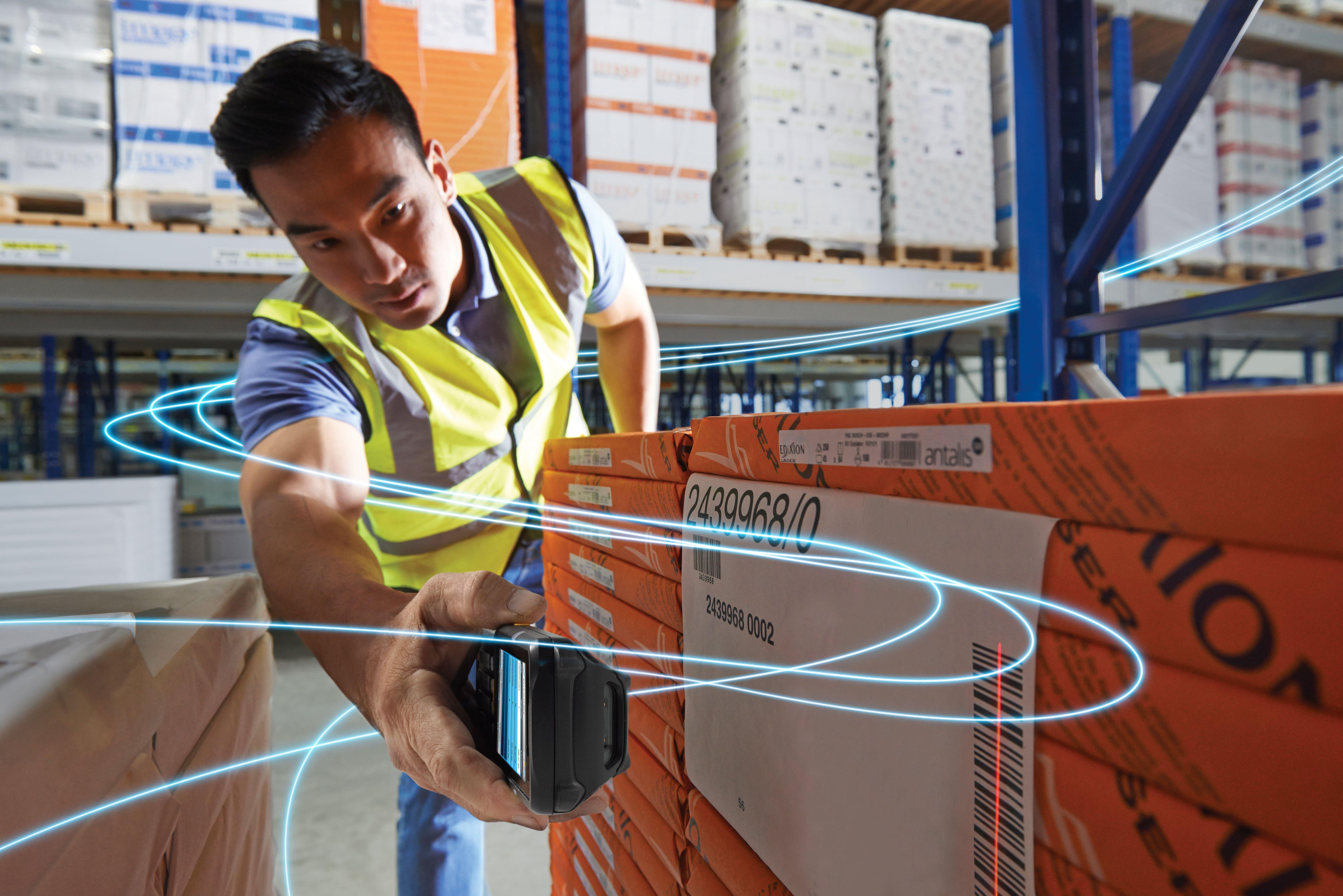 brand-graphic-overlay-data-flow-mc3300-45-degree-scan-warehouse-2
